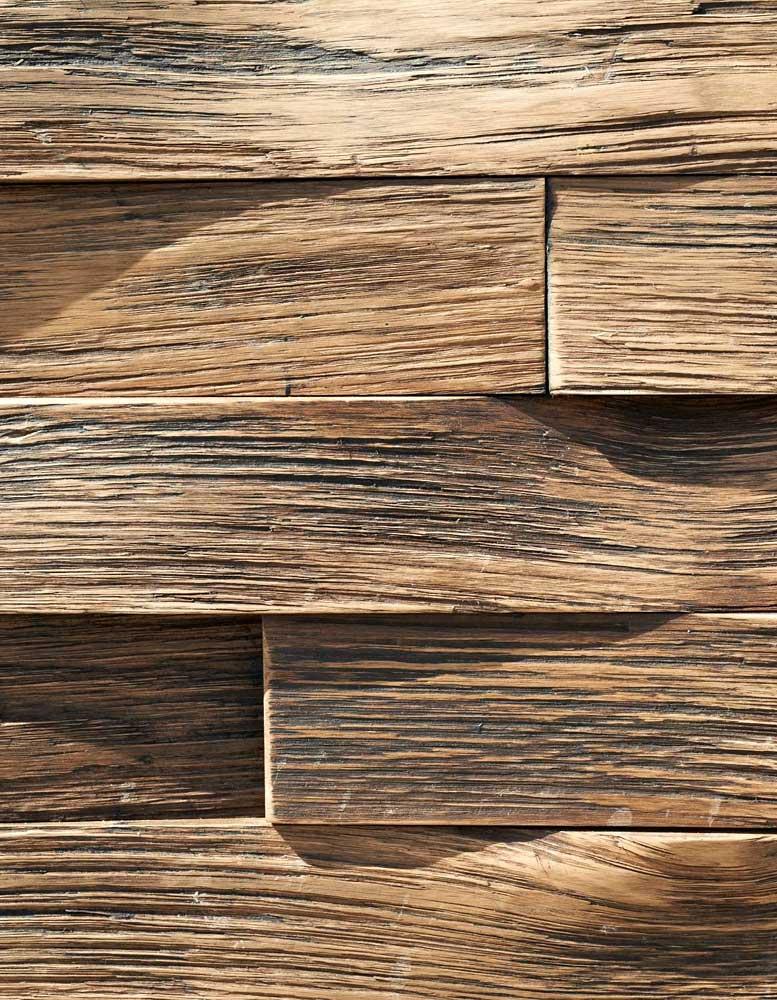 Holzpaneele-Spalteiche-schwarze-patina-swinging-oak