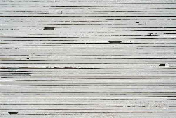 wandpaneele-holz-pine-lackiert-Weisse Schichten
