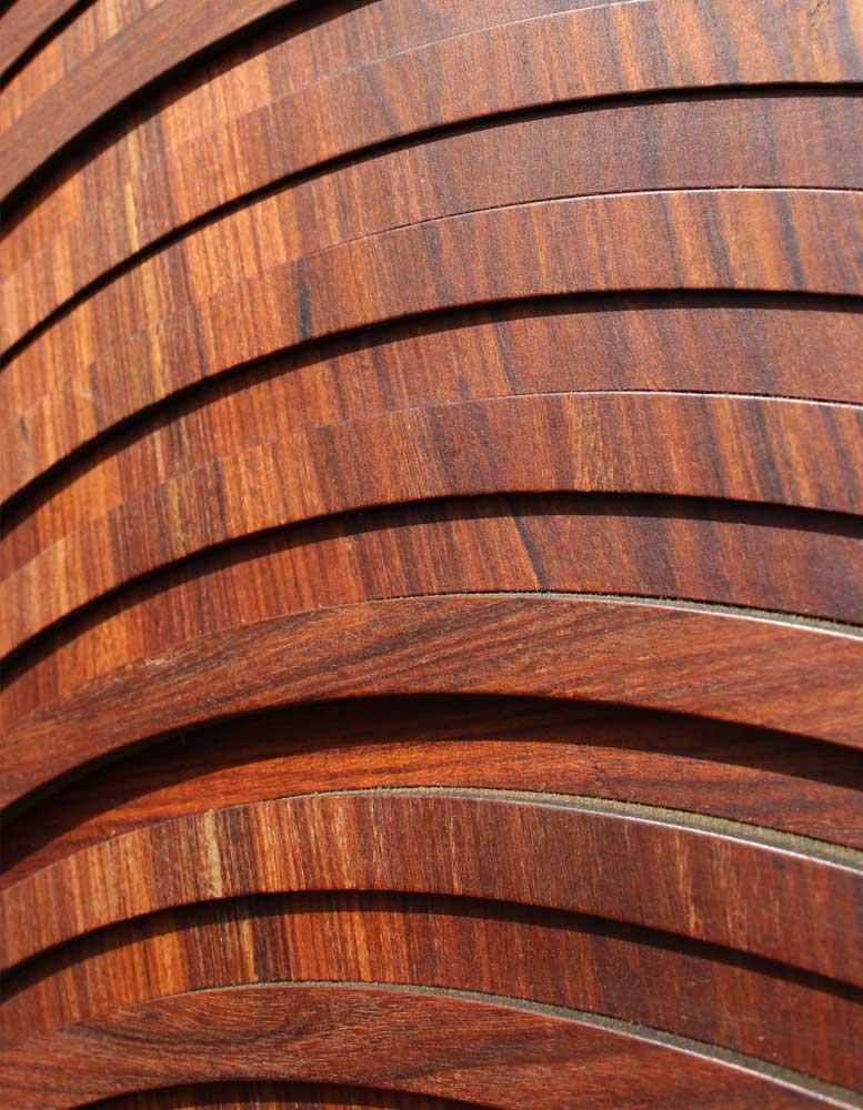 paneele-aus-furnierholz-eisenholz-rund-in-rund