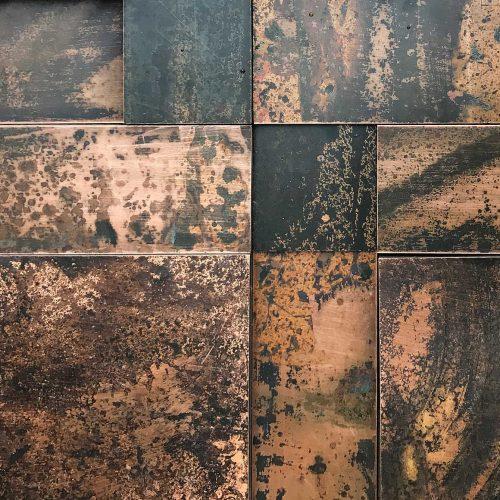 wandpaneele-metall-kupfer-oxidiert-copper-mesh