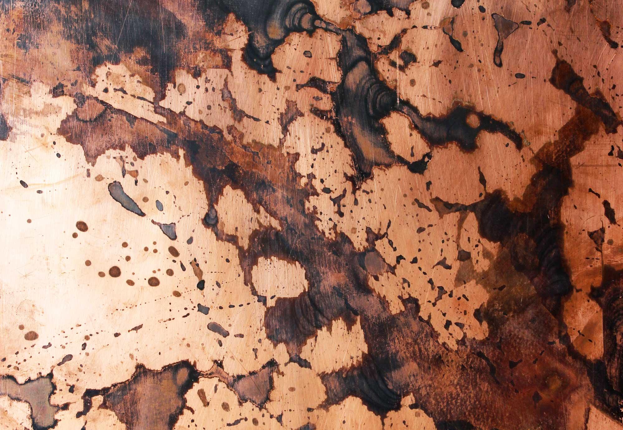 wandpaneele-metall-kupfer-oxidiert-schwarze-patina-kupfer-tupfer