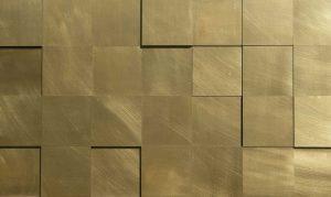 wandpaneele-metall-messing-quadratwitter-messingfarben