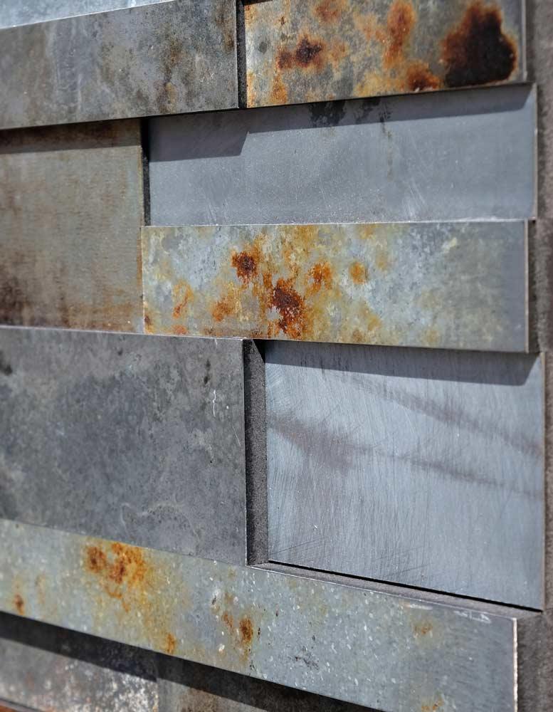 wandpaneele-metall-zink-oxidiert-gut-gezinkt-silber-rost-seitlich