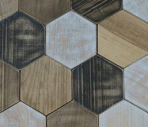 wandpaneele-holz-pinie-eiche-und-kastanie-hexagon-light