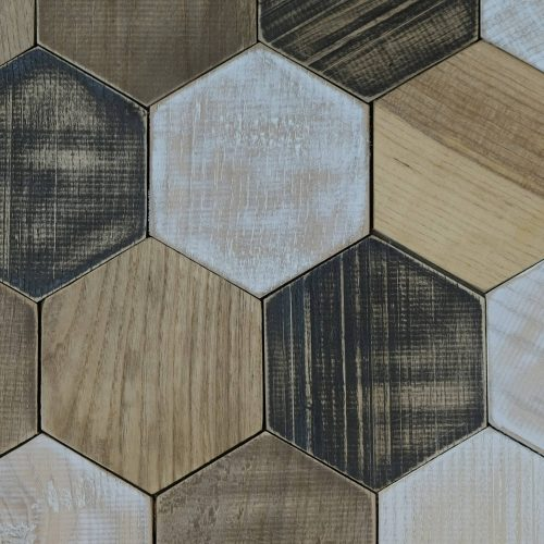 wandpaneele-holz-pinie-eiche-und-kastanie-hexagon-light