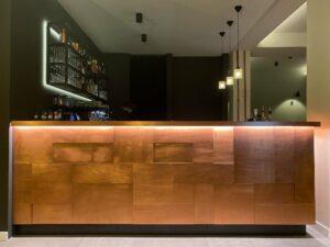 Wandpaneele-Impressionen---Theke-im-Frankfurter-Cafe--2
