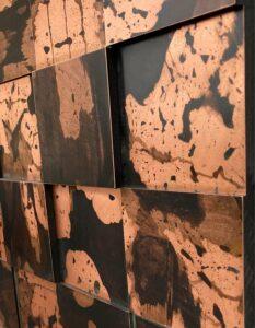 wandpaneele-metall-kupfer-oxidiert-quadrat-getwitter-seitlich