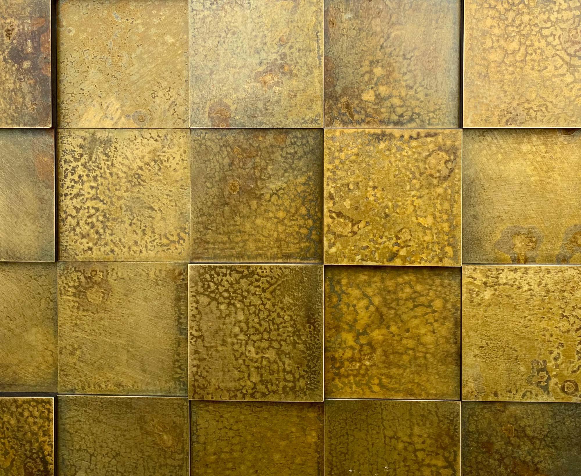 wandpaneele-metall-messing-oxidiert-quadrat-verwittert-2
