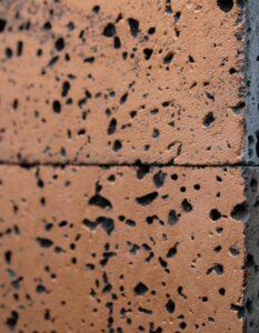 wandpaneele-keramik-lavastein-mit-blattgold-cosmic-spray-seitlich